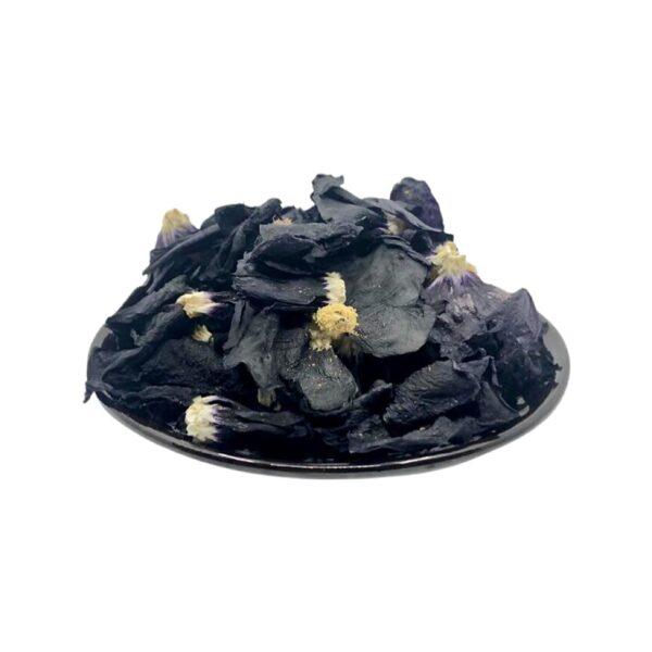 Melnās kāršrozes ziedlapas.